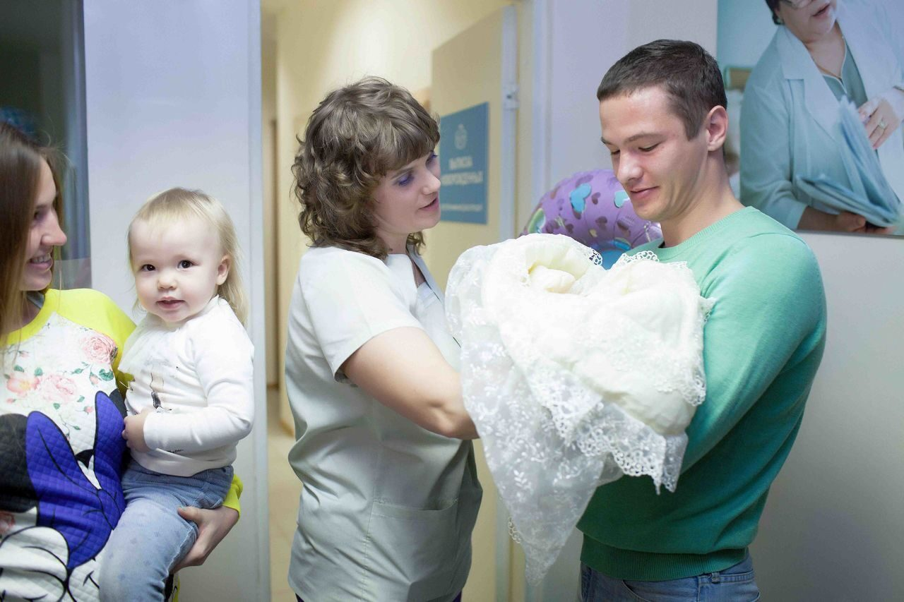 Фото детей в роддоме при выписке
